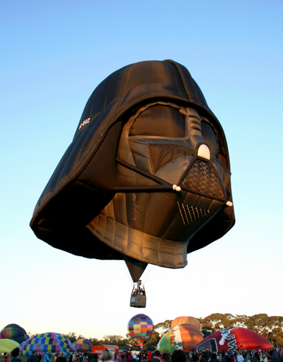 The Darth Vader themed hot air balloon: http://t.co/l2STzvP81T