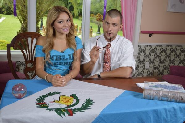 @JossieOchoaTV visitó al #ProfesorMcConnie en #McConnieCollege @NuestraBelleza @uvideos #NBK   http://t.co/V9L53mACEQ http://t.co/fkHfEZVBkE