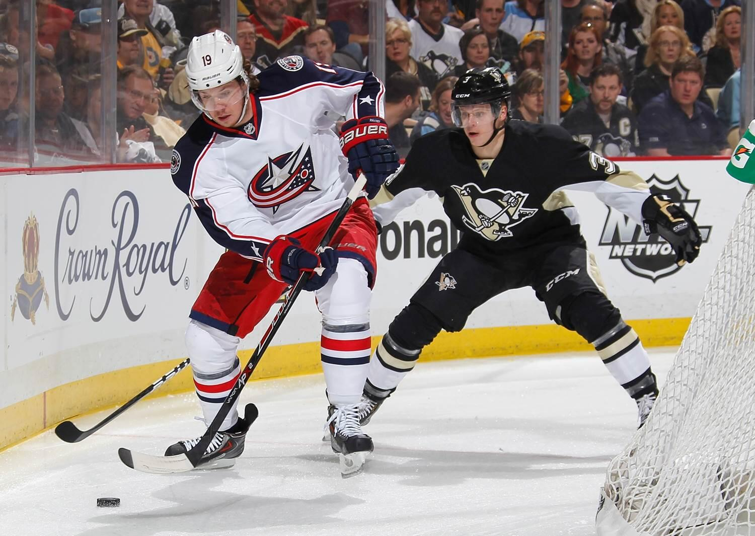 The @BlueJacketsNHL & @Penguins are battling again, tied 1-1 after 40 min. Who will step up for his team in the 3rd? http://t.co/rhvcBa1rq1