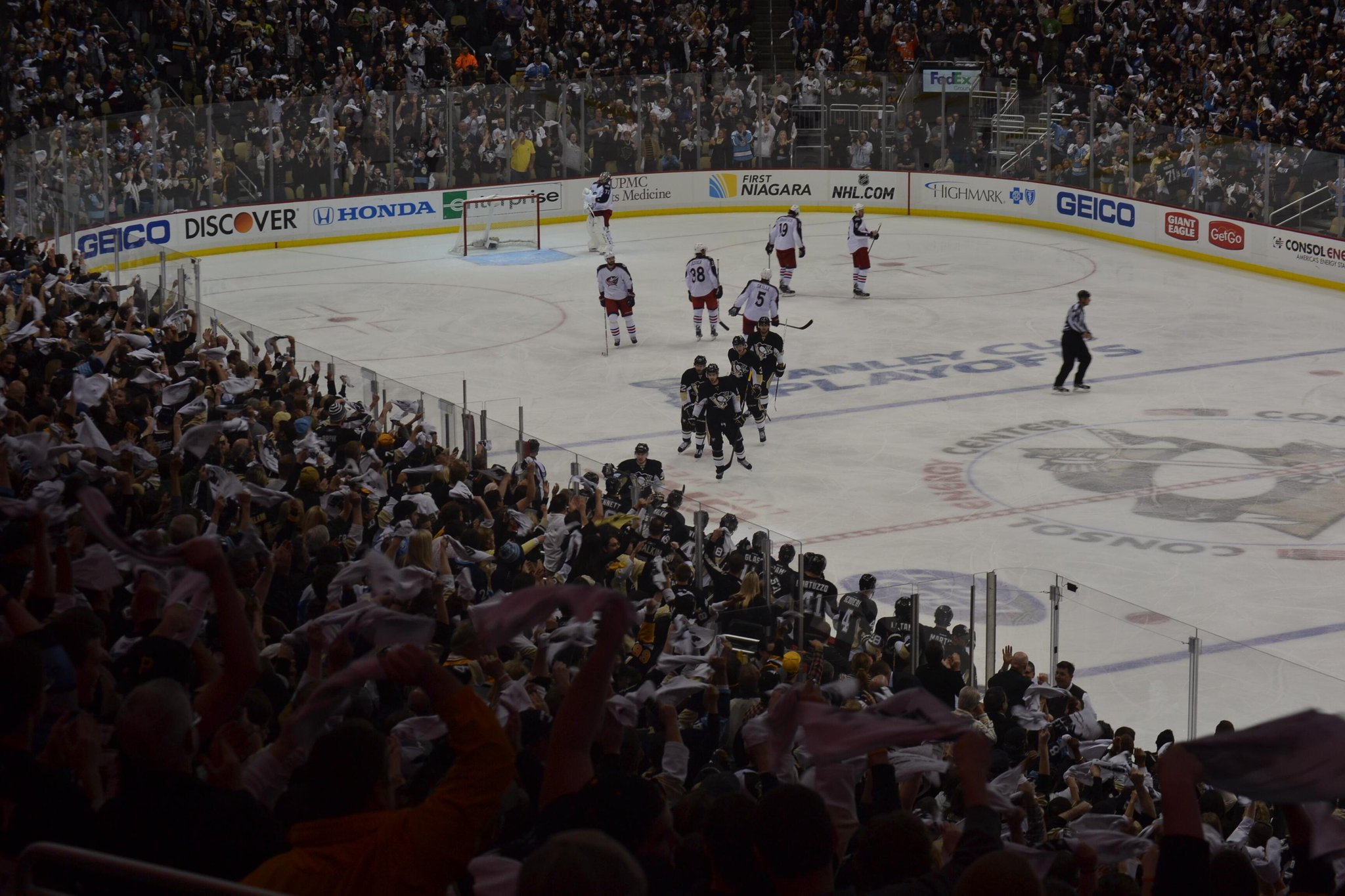 Maybe a pic can describe it? MT @cawthonn: Words cannot describe how electric the atmosphere was in Consol tonight! http://t.co/hkIY5sya1y