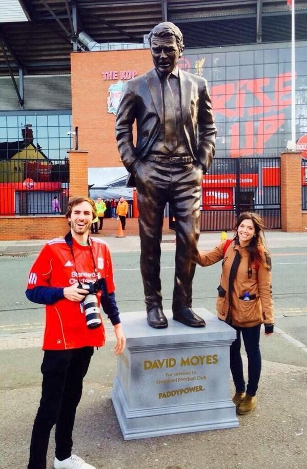 Paddy Power erect a statue of ex Man United manager David Moyes outside Anfield for Liverpool v Chelsea