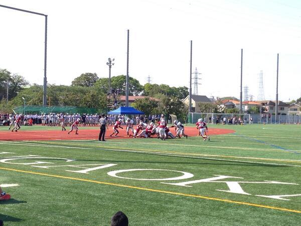 今日は都市大付属vs日大二校、早稲田学院vs足立学園の試合観戦に。  印象に残ったのは足立学園の#5 の選手。あとMLBも良かった 学院はさすが試合巧者。   都市大はサイズもあってタックルも痛そうだった。日大二高のQBも良かった http://t.co/oYEJpQtqYE
