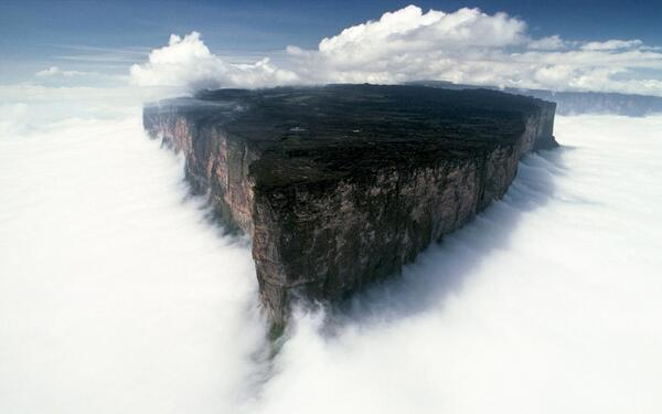 Ever wonder what it's like to be at the edge of the world? Experience it at Mount Roraima, Venezuela!  #ChurpTravels http://t.co/tRaliSH0tV