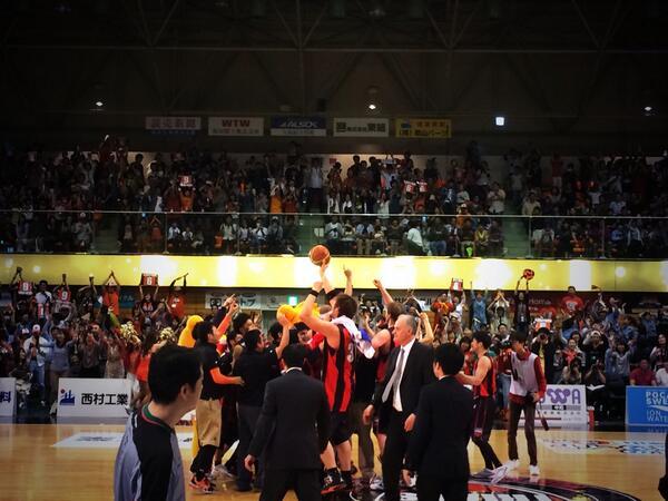 ラスト10秒からのプレー、川村選手が決め88-86!和歌山トライアンズ、ウェスタンカンファレンス1位!! http://t.co/wlqtxpCJl1