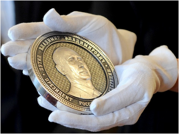 """1 kg of nobility"" - Russia's brand new 1 kilo silver coins with Putin's face: http://t.co/PJzJRlGLqI http://t.co/yV8eBVcM1b"