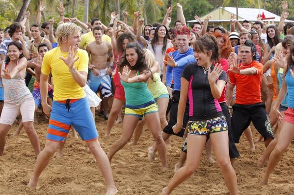 Surfs up! @rossR5 @MaiaMitchell @grace_phipps @garrettclayton1 @Johnny_DeLuca #TeenBeachMovie2 Prod starts in July! http://t.co/3veXmb0DLF