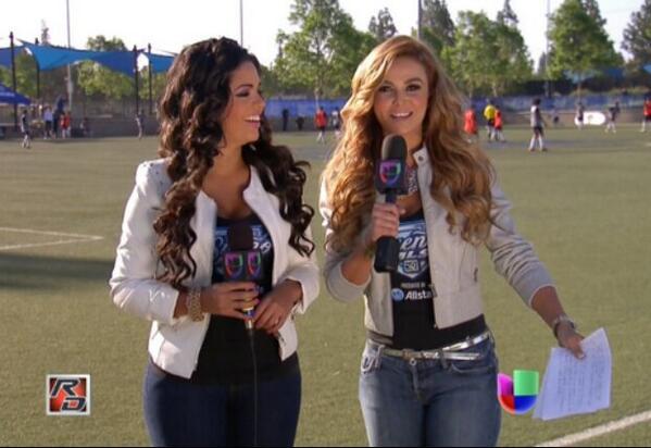 Carla Aranguren (@carladeportes): Buena vibra en @RepDeportiva con @Caromacallister descubriendo los sueños de muchos en @SuenoMLS @UnivisionSports http://t.co/kR8ok1Kmi9
