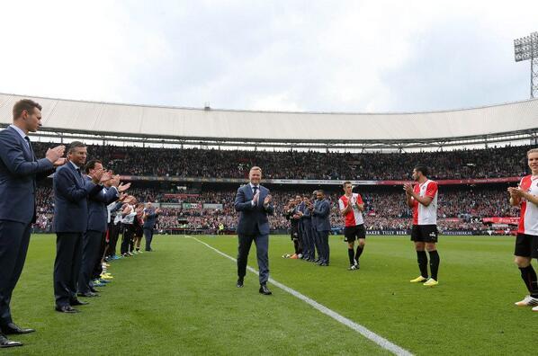 Wat een prachtige middag in De Kuip! De tweede plaats voor Feyenoord en een schitterend afscheid voor @Koeman1963! http://t.co/kEB5498Lai