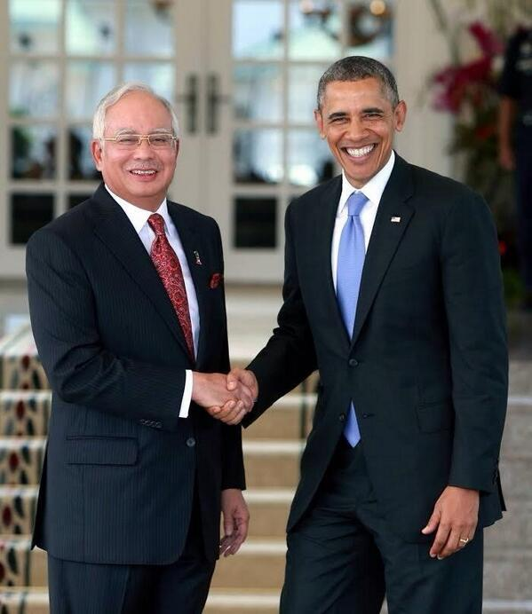 President Obama says Malaysia cannot succeed unless equal opportunity is given to non Muslim.Will @najibrazak listen? http://t.co/1AnkzqcGcR