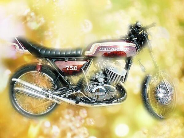 苦手なバイクを描いた作品です(^_^;)亡き父が乗っていた同じ型のバイクなので心を込めてエアーブラシで描いたのですが、バイクは難しいですね(^_^;) http://t.co/rEuyhOmWF7