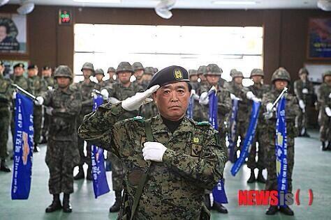"""@hanmookwan: 세월호사건 : 해경 생방송 도중 특전사출신 민간잠수사 폭탄발언 http://t.co/RbOSC2uZWb  진실을 말한다는건 용기입니다.  정말 감사합니다. http://t.co/wRFsmMRuL2""#fb"