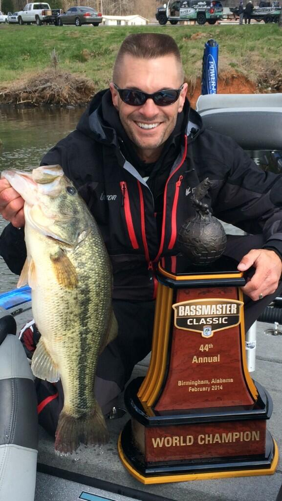 1st time at Gville where I won the @BASS_nation Classic, 1st cast, @LivingstonLures Howeller BAM 6lber! @froggtoggs http://t.co/0j1ikcwgmP