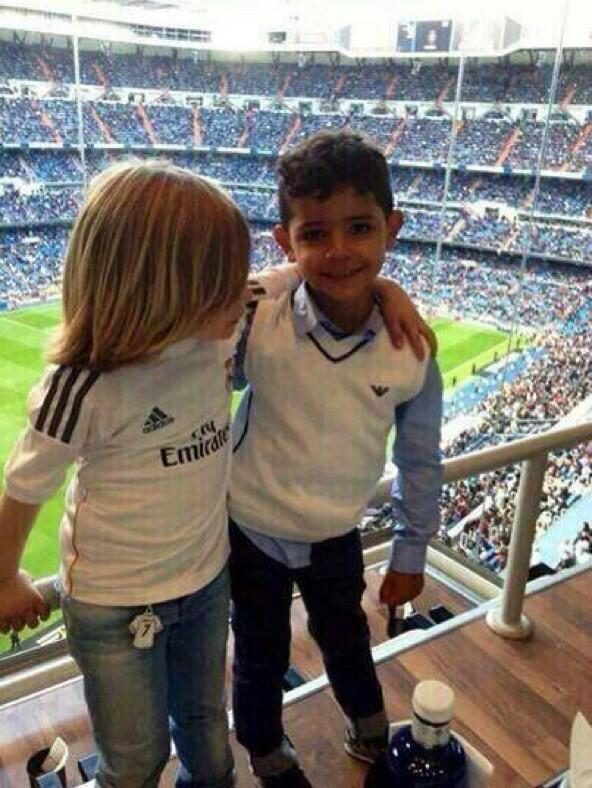 BmU HMQCEAAG3gQ An adorable photo of Cristiano Ronaldo & Luka Modrics sons hanging out at a Real Madrid match wins the internet