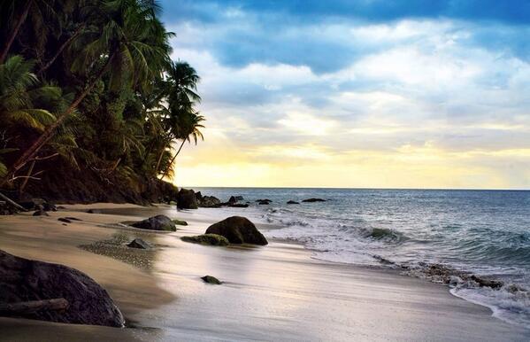 Life really is a #beach in #Grenada ! Happy #Monday! #grenada #vacation #travel http://t.co/tQIkq3Ilpw via @discovergrenada