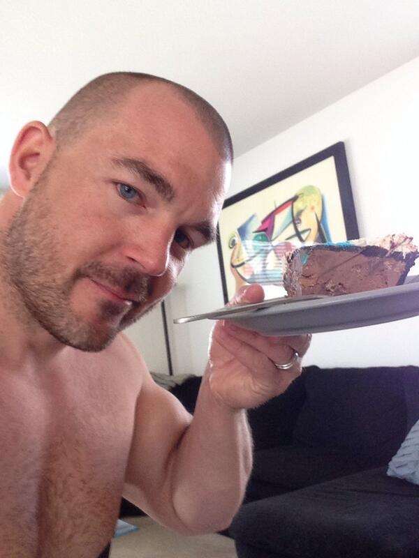 STR8cam Jeff (@str8cam): My last slice of icecream birthday cake http://t.co/lUERyOWSTg