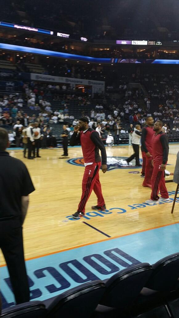 Heat players follow Clippers lead and turn their warmup shirts inside out before Game 4 vs Bobcats. http://t.co/8gWln67Ngs