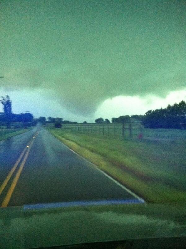 PICTURE: Rogersville PD just took this of the Limestone Co tornado. @LaurenJonesWAFF @waff48 @StephenGallien http://t.co/AeAIv1Xivk