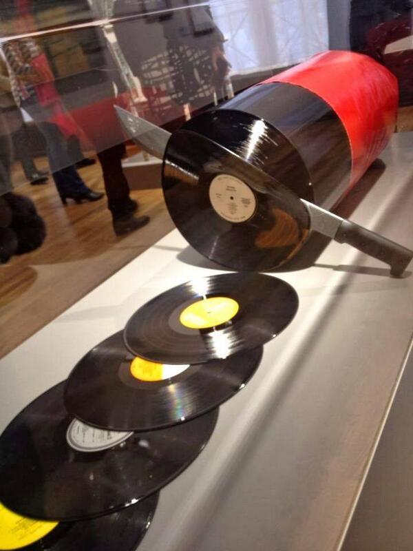 きっと若い「CD世代」は知らないと思うので、おじさん教えとく。アナログ盤のレコードはこうやって作っていました。 http://t.co/s7UTjQT7F6