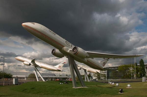 Etihad's huge 9.5 metre long models of Boeing 787 aircraft on roundabout approach to Heathrow Terminal 4. #AvGeek Wow http://t.co/MXGn6adH9X