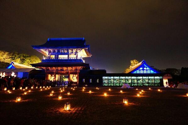 【瑞龍寺 春のライトアップ】国宝瑞龍寺でライトアップが行われ、法堂や仏殿が夜空に輝いています!ライトアップは28日から30日の午後6時30分から9時30分まで。プロジェクションマッピングによる光のアートも楽しめます♪ #takaoka http://t.co/eIqx3yc5I1