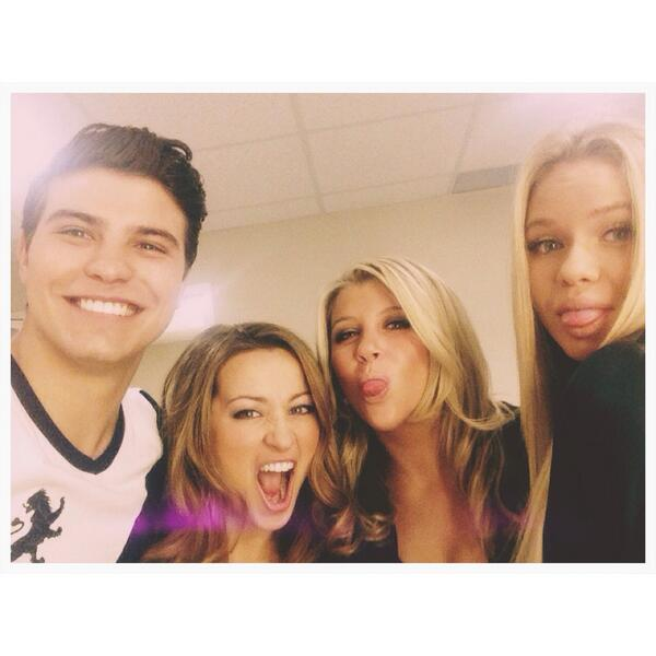 Backstage fun ★ @cmiCountMeIn @allisimpson @AshleyLeggat @lukebilyk1 #CountMeInToronto http://t.co/A6VuHWhoNm