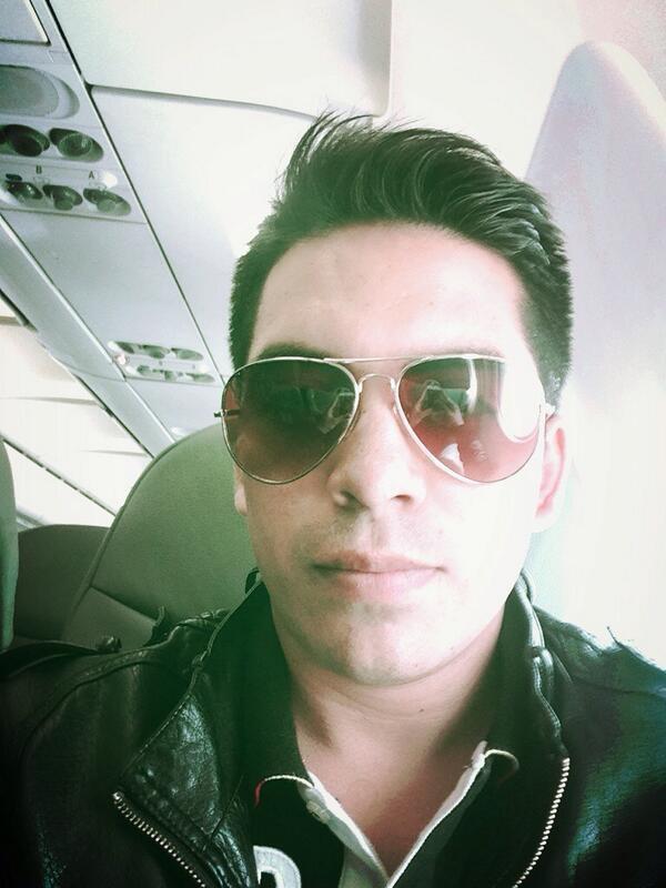 Arturo Vargas Rios (@LosPrimosArturo): Ya en el avión al df me siento solo me faltan todos mis @PrimosMX http://t.co/9HVYXMu7SP
