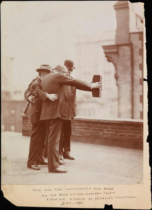 Wonderful... RT @HistoryInPics This is how people took selfies in 1920 http://t.co/xxAby6MDYf
