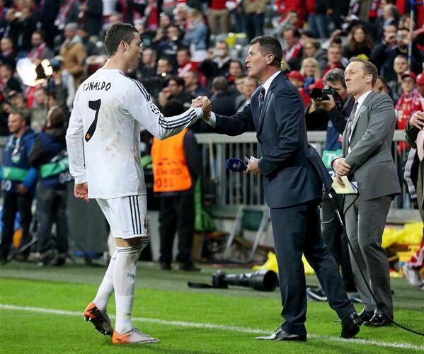 Bma2hESCEAAeYt6 Manchester United legends Cristiano Ronaldo & Roy Keane spoke pitchside before & after Bayern 0   Real Madrid 4 [Pics]