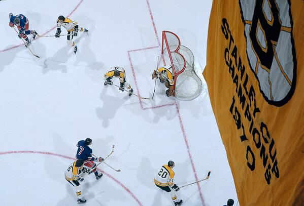 Tough to find a better hockey photo then this aerial shot of the 1972 Cup Finals between the Bruins and Rangers: http://t.co/M7zL47IzCa