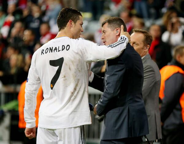 BmawUAJCIAAfrvm Manchester United legends Cristiano Ronaldo & Roy Keane spoke pitchside before & after Bayern 0   Real Madrid 4 [Pics]
