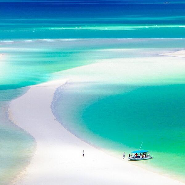 Whitehaven Beach in @Queensland..it's hard to describe how beautiful it really is! Photo by @ElisaParkRanger (via IG) http://t.co/8EnWzuxiWQ