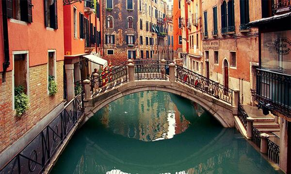 Going on #vacation? What about #Venice? Check our #guide!! http://t.co/TzBStg1ZGX #travel #trip #places #Italy http://t.co/ZoqrrlDB6U