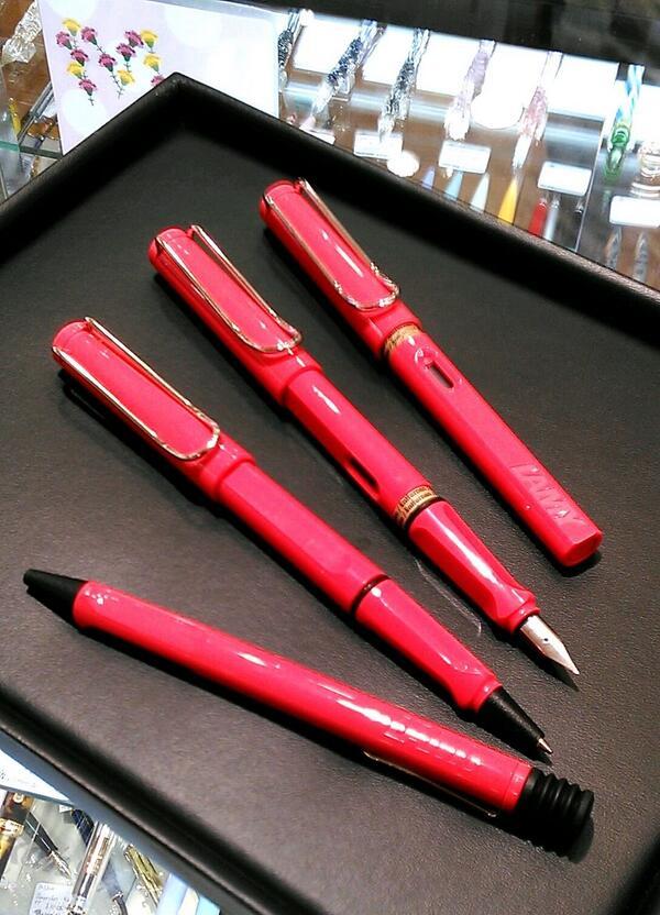 【LAMY サファリ 2014年限定色】が入荷しました! 今年のカラーは『ネオンコーラル』です。 ナガサワ文具センター各店にてお取扱いしております^^ #bungu #文具 #万年筆 #ラミー http://t.co/6N7pmQAPbK