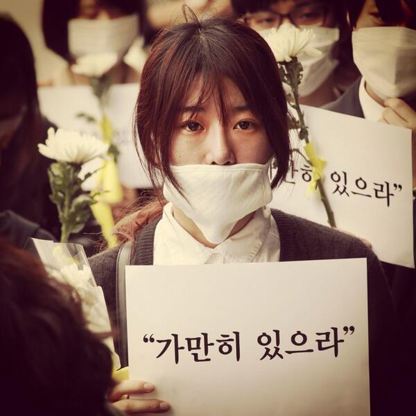 #가만히있으라 는 말에, 우리 정말 이대로 가만히 있어도 되는걸까요? #stay #right #there #세월호 #sewol #prayforsouthkorea #seoul #silent #vigil http://t.co/gYUtf4GUJR