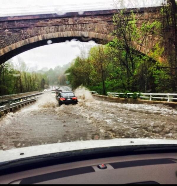 My friend @notstilettoshy commute on the Clara Barton Pkwy!! @WNEW @fox5newsdc thx J'aime--be careful http://t.co/LKyD55HN52