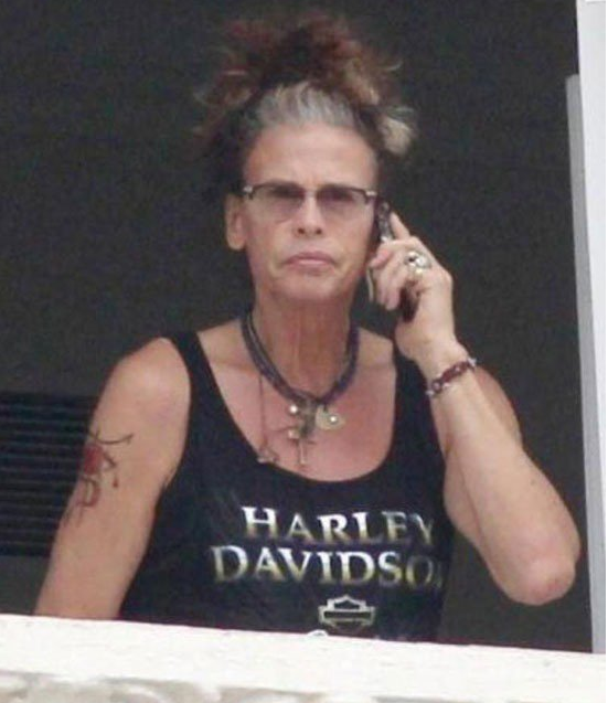 Steven Tyler is Starting to Look Like a Cool Grandma http://t.co/BqJTQQUp8m
