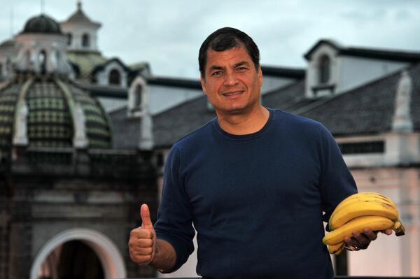 Desde Ecuador, el mayor productor y las mejores bananas del mundo, rechazamos el racismo #somostodosmacacos http://t.co/aAiTtZ55zh