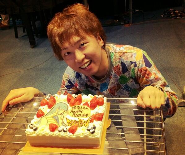 ♪KENN♪この前、アニメ『マジンボーン』の現場でルーク役の立花さんのお誕生日を皆さんと一緒にお祝い!スタッフ様がケーキ