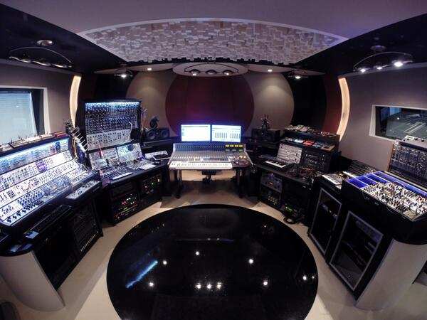 Want to take a tour around this?  Click to watch the video - http://t.co/eUkPhuzWAd  #StudioTours #GearPornGoneWild http://t.co/p9Sgsma6TF