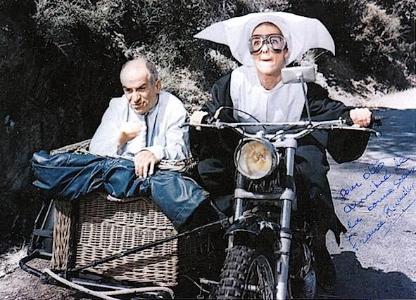 Joyeux 75ème anniversaire à France Rumilly alias sœur Clotilde, la religieuse de Saint-Tropez. http://t.co/UhKoimJNWt