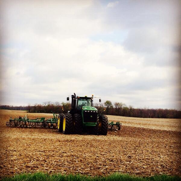 If you see farm equipment coming at you on road, remember friends & family are inside. Have safe #plant14. #agchat http://t.co/haHcffRLLh