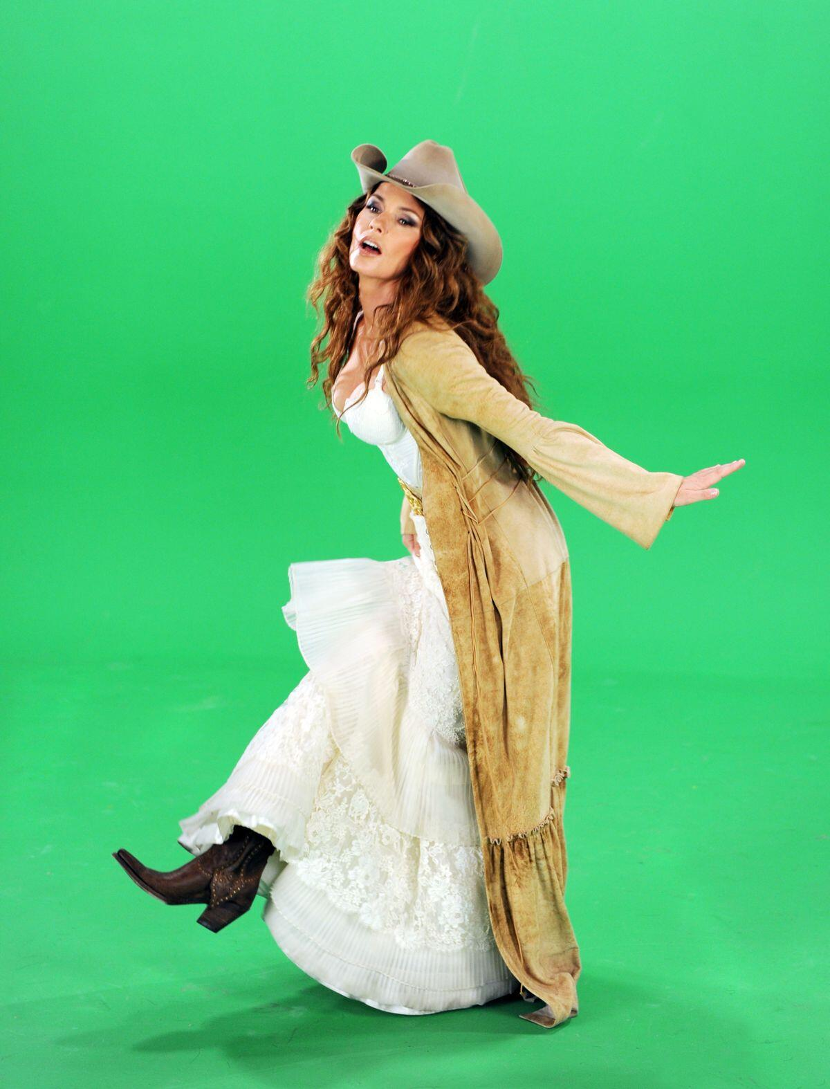 #TBT Filming the saloon scene on the green screen for the #ShaniaInVegas show! http://t.co/q4ME3BvAG1
