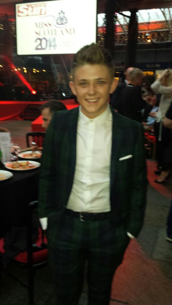 X Factor's @nickymcdonald1 ready to watch the finale #miss2014 #Yearwego http://t.co/hnJSavsTfz
