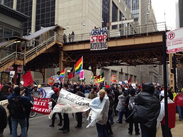 Banner drop outside ICE chicago headquarters. @BarackObama, stop deportations! @ndlon @RI4A http://t.co/VoqVfTV6LI