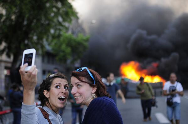 No, seriously, this selfie craze is getting ridiculous now. RT @lauraolin: http://t.co/GnXhFn4dDo (From this link: http://t.co/6h9udS09rU)