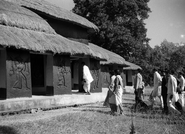 1955: King and Queen of Nepal visit SHANTINIKETAN, Kala Bhavana ,West Bengal, India http://twitter.com/villagehistory/status/462277713152057344/photo/1