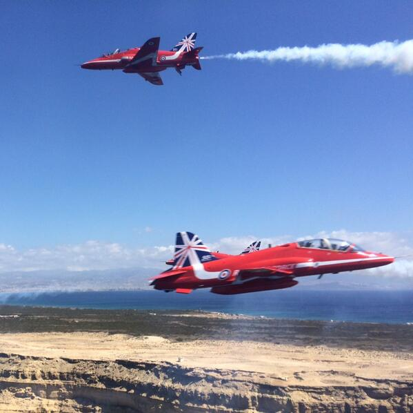 Goose! A rather weird photo capturing Red 9 flying through Enid's formation from Red 5's back seat. More to come! http://t.co/ip0h75nQsC