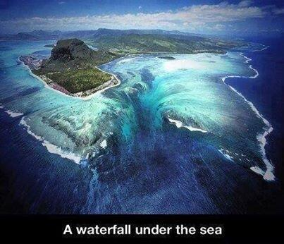 A waterfall under the sea! http://t.co/tOhNbj2Q76