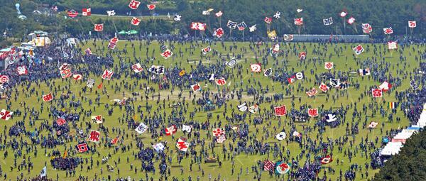浜松まつり開幕です! 写真は凧揚げ会場上空で午前10時撮影。(ま) http://t.co/pTzFN1m49T #浜松まつり #静岡新聞 http://t.co/djG9pDwsRO
