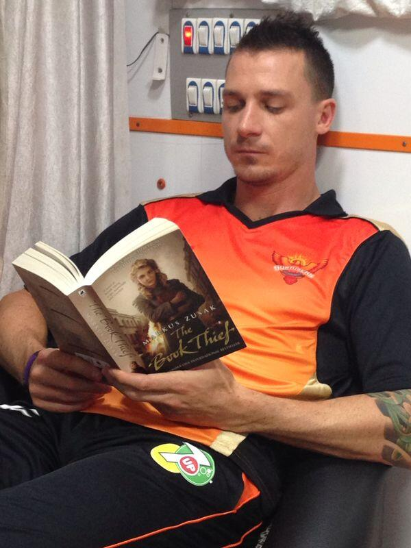 RT @RedFMIndia: . @DaleSteyn62 catching up on his books in-between shoot time! @SunRisers #RiseUp http://t.co/RnfVVRqrS1